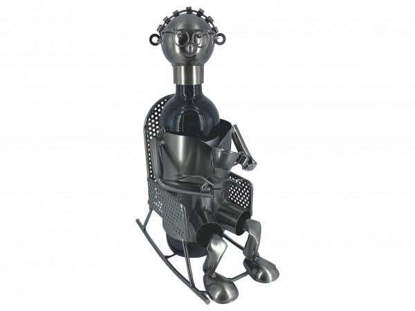 Weinflaschenhalter Metall Figur Oma Claudi im Schaukelstuhl